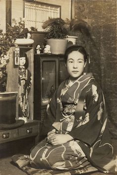 "A pinner writes: ""My grandmother""  昭和の初めくらい。 She is beautiful!"