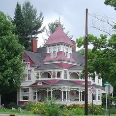 http://www.essential-architecture.com/IMAGES/queen-anne-style3.jpg