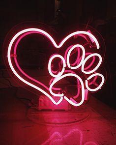 Выходные - время уютиков❤️ Дарите близким правильные подарки, которые изготовит по Вашему заказу @homeneon! ⠀ #homeneon #наши_работы #неоновыевывески #неоноваялампа Neon Light Signs, Led Neon Signs, Neon Wallpaper, Aesthetic Iphone Wallpaper, Collage Background, Wall Collage, Tumblr Neon, Neon Rosa, Neon Signs Quotes