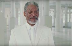 ¿Morgan Freeman en un bar gay?