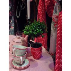 A #latepost from the Stockholm Formex design trade fair last week. GreenGate stand - AW 2015 collection #formex #formex2015 #formexstockhom #stockholmsmässan #stockholm #sverige #sweden #design #interior #interiordesign #fair #greengate #greengatecz #greengateofficial #havenred #abelonewhite #spotred #follow #amazing #beautiful #dandesigncz #red #lovered #christmas