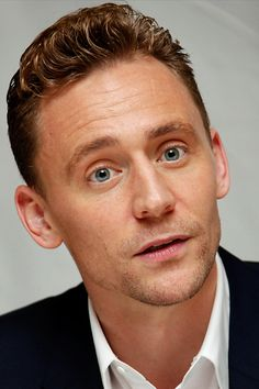 Tom Hiddleston at the 'I Saw The Light' Press Conference at the Fairmont Royal York on September 11, 2015 in Toronto. Full size image: http://ww2.sinaimg.cn/large/6e14d388gw1ew32y0a1thj21kw2dchdt.jpg Source: Torrilla