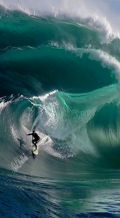 Surfing holidays is a surfing vlog with instructional surf videos, fails and big waves No Wave, Waves Photography, Nature Photography, Big Wave Surfing, Surfing Pictures, Surfing Images, Sea Waves, Mans World, Our World