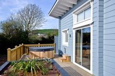Relax in a charming quiet lodge retreat near braunton in Devon. Lodges with hot tubs to sleep two. Weekly prices start from £320.