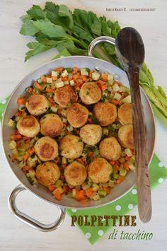 Polpettine di tacchino con dadolata di verdure | facciamo che ero la cuoca http://www.facciamocheerolacuoca.ifood.it/2015/02/polpettine-di-tacchino-con-dadolata-di-verdure.html