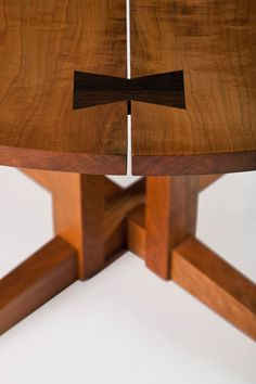 Round Cluster Dining Table by legendary architect and craftsman George Nakashima, and his daughter, architect, designer and head of the Nakashima Studio, Mira Nakashima Fine Furniture, Wood Furniture, Furniture Design, Modern Furniture, George Nakashima, Japanese Woodworking, Japanese Joinery, Japanese Furniture, Wood Joinery