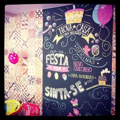 Arte da Dinoleta para parede quadro negro na festa de lançamento da loja Ora Bolinhas