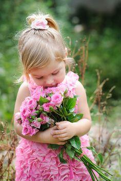 Quero a beleza  Da rosa, o cântico dos pássaros e a alegria das crianças  Pintando o céu de candura e o mundo inteiro de esperança! Lourdes Sousa