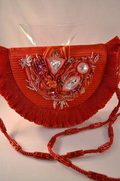 Ravishing Red  Shibori cinta y Swarovski Crystal adornado bolsa de cuentas bordado