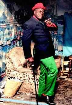 Dandy, African Men Fashion, Mens Fashion, Robert Doisneau, Concept Clothing, Congo, Sharp Dressed Man, Men Street, Documentary Photography