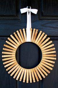 Top 10 Christmas Wreath Ideas - including this clothespin wreath! kellyelko.com