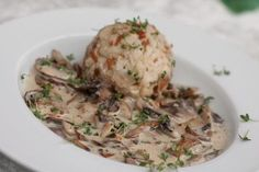 Superschnelle Champignon-Rahmsoße Pasta, Mushroom Sauce, Risotto, Potato Salad, Stuffed Mushrooms, Food And Drink, Herbs, Healthy Recipes, Healthy Food