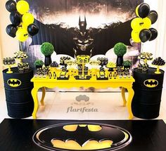 Batman Birthday Party Ideas - I love all the party favor ideas and DIY printable projects!
