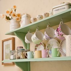 mug display trendy kitchen shelves mugs display Diy Kitchen, Vintage Kitchen, Kitchen Decor, Kitchen Design, Kitchen Ideas, Vintage Shelving, Vintage Shelf, Vintage Storage, Kitchen Shelving Units