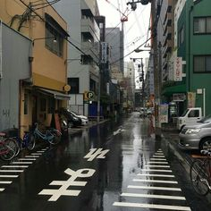 Image about photography in Asia ♡ by Haruka on We Heart It Aesthetic Japan, City Aesthetic, Japanese Aesthetic, Aesthetic Photo, Aesthetic Pictures, Building Aesthetic, The Garden Of Words, City Streets, Places To Go