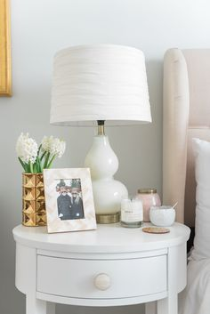 Tour a chic bedroom makeover infused with glamour and pink. Featuring metallic details, fur and Parisian inspired art, this bedroom is a chic and feminine oasis. Bedside Table Decor, Ideas Dormitorios, Fancy Houses, Fashion Room, Luxurious Bedrooms, My New Room, Bedroom Decor, Bedroom Ideas, Glam Bedroom
