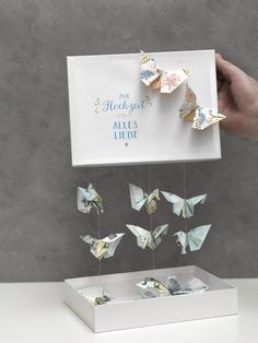 Schmetterlinge aus Geld falten We& show you how to fold a butterfly out of cash and make a wonderful money gift with it. Top Wedding Trends, Diy Wedding, Wedding Favors, Wedding Gifts, Diy Presents, Diy Gifts, Diy Birthday, Birthday Presents, Boite Explosive