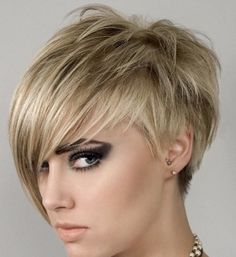Short-Blonde-Hairstyles-with-Long-Bangs-for-Thin-Fine-Hair-in-Side-View