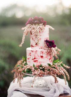 The prettiest fall cake: http://www.stylemepretty.com/vault/gallery/37833 | Photography: Jennifer Kulakowski - http://jenniferkulakowski.com/