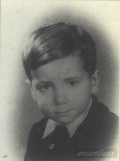Charles Gerszt 1942 Taken in Paris, Paris County, Île-de-France France in 1942. Charles Gerszt Birth year : 1937 Gender : male child Nationality : French Background : Jewish Death : August 28, 1942 Cause : Murdered in Auschwitz ( buried in Auschwitz death camp ) Age : 5 years