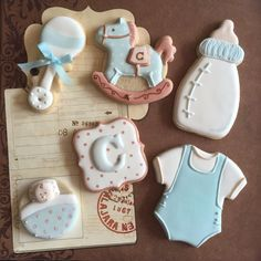Galletas de glasa con decoración infantil.