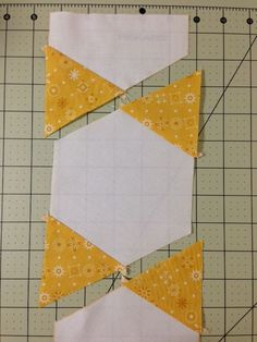 Tutorial for Hexagon Star quilt.Hexagon star tutorial with no Y-seamsHexagons sewn in rowsPinner said.I recently posted some snapshots of this quilt in various places… …and I have gotten some great feedback and requests for a pattern. Star Quilts, Scrappy Quilts, Easy Quilts, Patchwork Quilting, Amish Quilts, Hand Quilting, Quilt Blocks Easy, I Spy Quilt, Wool Quilts