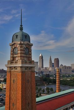 West Side Market, Ohio City view of Downtown Cleveland skyline. Cleveland Skyline, Cleveland Rocks, Cleveland Museum Of Art, Cleveland Ohio, Columbus Ohio, Cincinnati, Abandoned Houses, Abandoned Castles, Abandoned Mansions