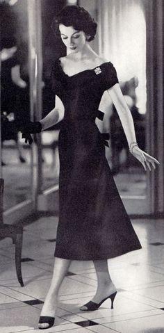 Mademoiselle Vintage Love, Vintage Beauty, Vintage Ladies, Retro Vintage, Vintage Glamour, Vintage Style, 1950s Fashion Hair, 1950s Fashion Women, Vintage Fashion 1950s
