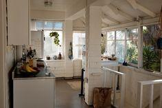 white and breezy california kitchen
