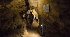A Balaton világhírű kutatójáról, id. Lóczy Lajosról elnevezett barlang Balatonfüred központjától autóval öt perc alatt, gyalog félórás sétával érhető el, megtekintése...