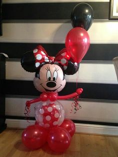 Christmas Festive Fun balloon creations at www.bellissimoballoons.co.uk