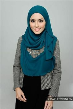 Like the fact her hijab drapes long enough to cover her front, stylish but syar'i :)