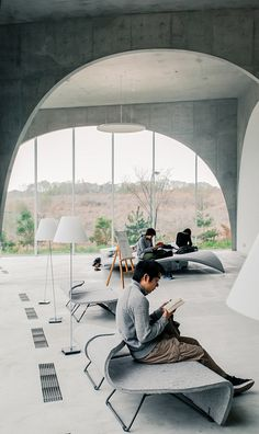 Visions of the Future: Tama Art University Library / Toyo Ito Japan Architecture, Interior Architecture, Landscape Architecture, Amazing Architecture, Contemporary Architecture, Library Architecture, Commercial Interiors, Toyo Ito, Learning Spaces