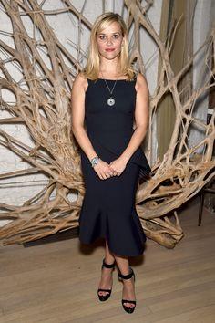 Reese Witherspoon da Tiffany & Co. a New York con un delozioso abitino da sera e un paio di sandali vertigo. -cosmopolitan.it