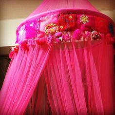一目惚れして天蓋をポチってしまい、めっちゃかわいいのが届いたはいいものの、どう部屋に配置しよう #天蓋 #インテリア雑貨 #ピンク #pink #interior