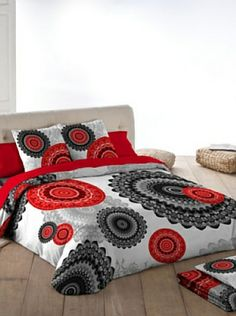 This duvet cover features a beautiful red and black mandala. Bed Sheet Sets, Bed Sheets, Paisley Doodle, Mandala Duvet Cover, Flannel Quilts, Moroccan Decor, Bed Covers, Bed Spreads, Comforter Sets