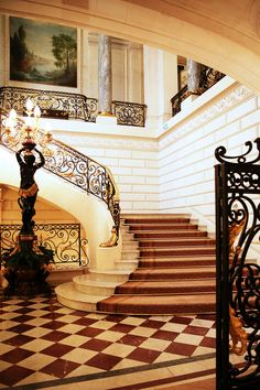 3 Luxury Paris Hotels You'll Never Want to Leave - Shangri-La Hotel, Shangri La Paris, Shangri La Hotel, Photography Studio Background, Studio Background Images, Grand Staircase, Staircase Design, Studio Backdrops, Photo Booth Backdrop, Paris Hotels