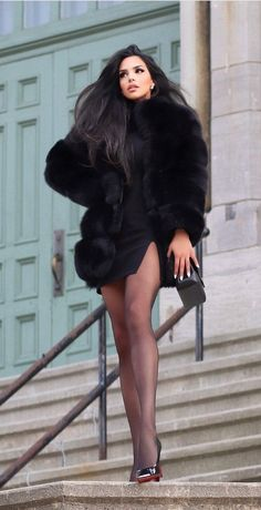 Women With Beautiful Legs, Lovely Legs, Great Legs, Mode Outfits, Sexy Outfits, Fashion Outfits, Fashion Styles, Style Fashion, Fur Fashion