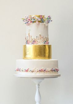 Beautiful wedding cake. Perfect for summer...*
