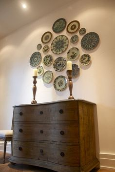 plate wall15 Brilliant Ideas For Arranging A Plate Wall