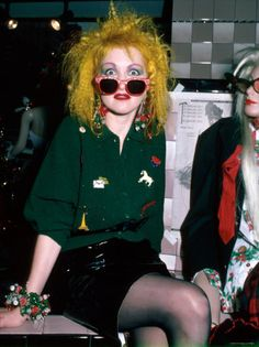 Punk fashion of the - Cyndi Lauper or Vivian Westwood & the Sex Pistols Punk Rock Outfits, 70s Outfits, Scene Outfits, Batman Outfits, Stylish Outfits, Rock Chic, Rock Style, 90s Style, 80s Fashion