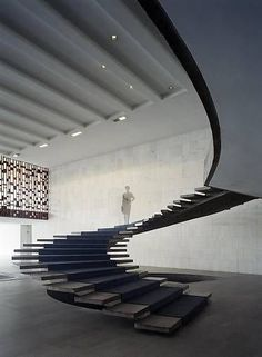 Spiral staircase, Oscar (Few professions more optimistic than the architect. Nobody will fall of its design stairs or need a handrail. Contemporary Stairs, Modern Staircase, Staircase Design, Staircase Handrail, Spiral Staircases, Stairs Architecture, Interior Architecture, Escalier Design, Beautiful Stairs