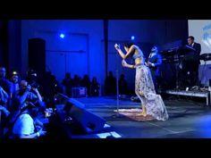 Carrie Underwood, Martina McBride & Julianne Hough - Rockin' around the Christmas tree - YouTube