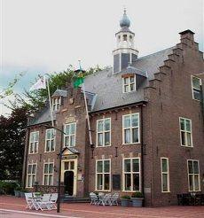 Oude stadhuis, daarna muziekschool en nu een hotel...