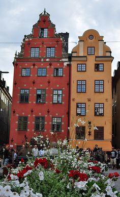 Schantzka Huset et Seyfridstka Huset, Stortorget, Gamla st… Sweden Stockholm, Visit Stockholm, Stockholm Travel, Virgin Gorda, Jaisalmer, Beautiful World, Beautiful Places, Places To Travel, Places To Visit