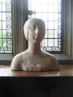 Sculpture of Anne Boleyn on display at Hever Castle