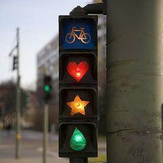 Hop hop hop il fait beau, on prend son vélo ! Merci http://www.magdasayeg.com/