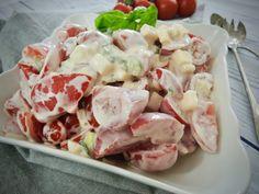 Rajčatový salát se sýrem a zakysanou smetanou – Snědeno.cz