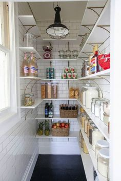 Farmhouse Kitchen Pantry Inspiration- The Best Farmhouse Pantry Inspiration – A huge collection of beautifully organized farmhouse pantries that are classic yet completely on-trend with modern farmhouse touches. Pantry Renovation, Kitchen Space, Kitchen Pantry, Kitchen Decor, New Kitchen, Home Kitchens, Kitchen Pantry Design, Kitchen Hacks Organization, Kitchen Design