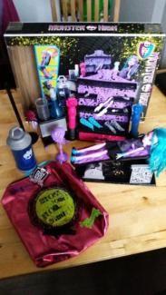 Monster High Designkammer + Monster High Tasche in Hessen - Fulda | Barbie Spielzeug gebraucht kaufen | eBay Kleinanzeigen